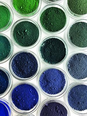 detail van 120 kleur schakeringen. pigment in glazen petrischalen (2018)