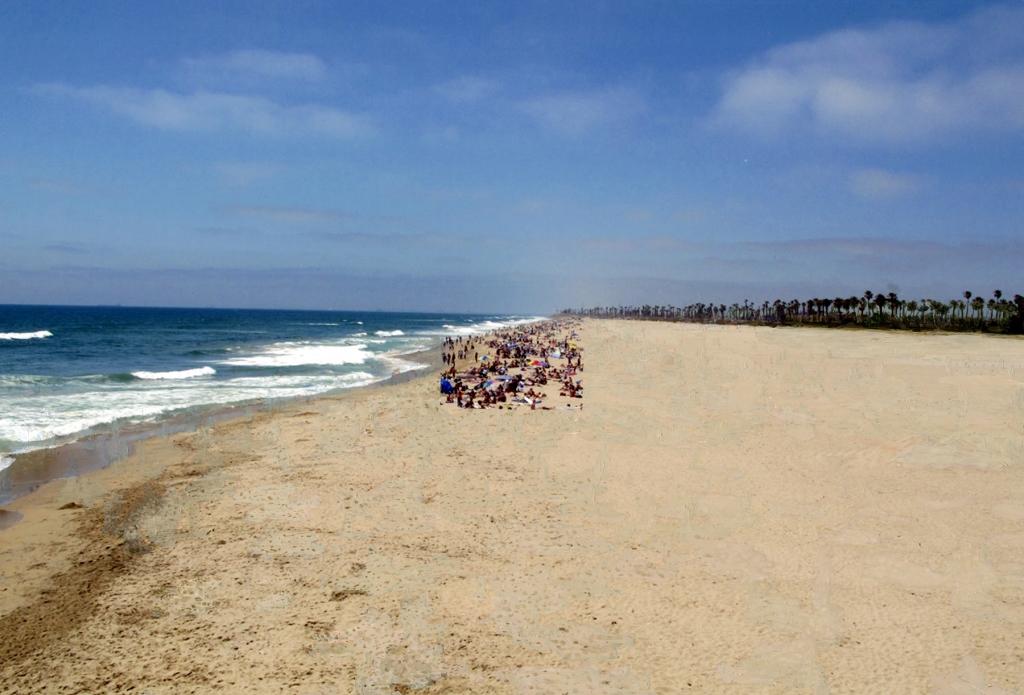 Overcrowded beach 5 (2012)